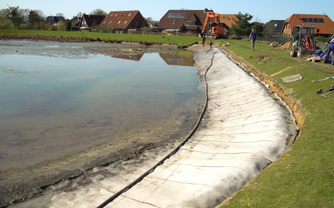 This pond, owned by the local commune of Wilster, was losing water due to badly eroded sections of embankment.
