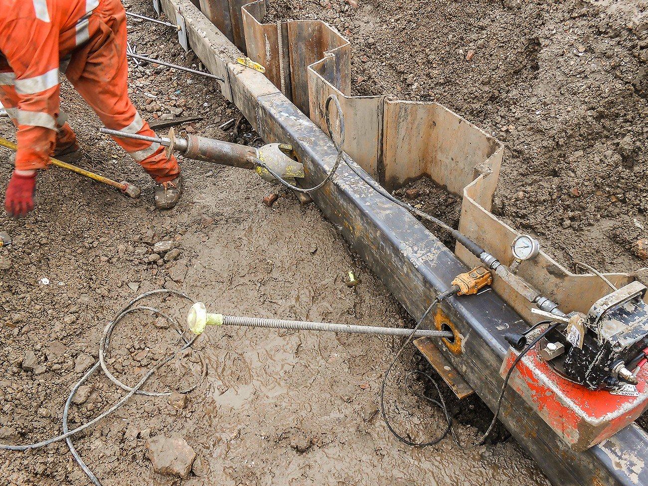 Loadlocking of ground anchor into sheet pile
